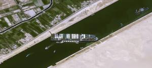 Imagen encontrada en: https://www.xataka.com.mx/otros-1/barco-atorado-pone-al-borde-colapso-comunicacion-mar-rojo-mediterraneo-asi-se-ve-espacio-bloqueado-canal-suez#comments